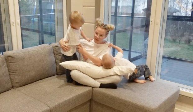 Eine Mutter mit ihren Kindern. Quelle: YouTube Screenshot