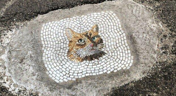 Der Künstler aus Chicago repariert Löcher im Asphalt, indem er sie tesselliert und schöne Bilder dabei kreiert