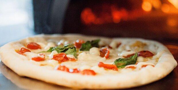 Ein Restaurant opferte seinen Erlöse und fütterte obdachlose Kinder mit Pizza