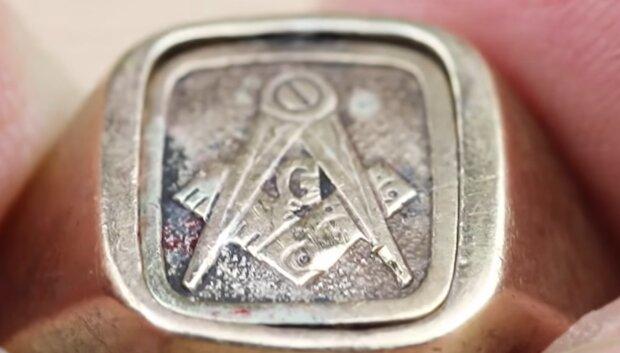 Gefundene Ring. Quelle: YouTube Screenshot
