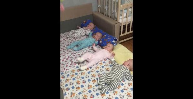 Identische Vierlinge. Quelle: Youtube Screenshot