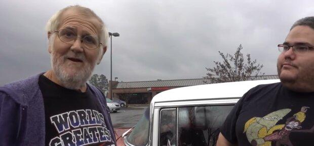Opa und sein Enkelsohn. Quelle: Youtube Screenshot
