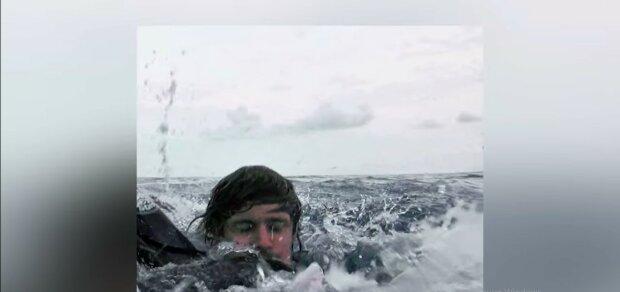 Er verbrachte 14 Stunden im Wasser. Quelle: Youtube Screenshot