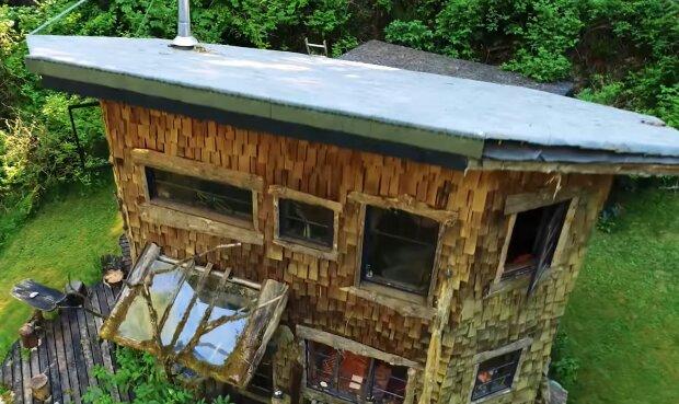 Ein Haus im Wald. Quelle: YouTube Screenshot
