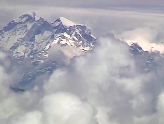 Neue Höhe: der Berg Everest ist jetzt fast einen Meter höher, Details