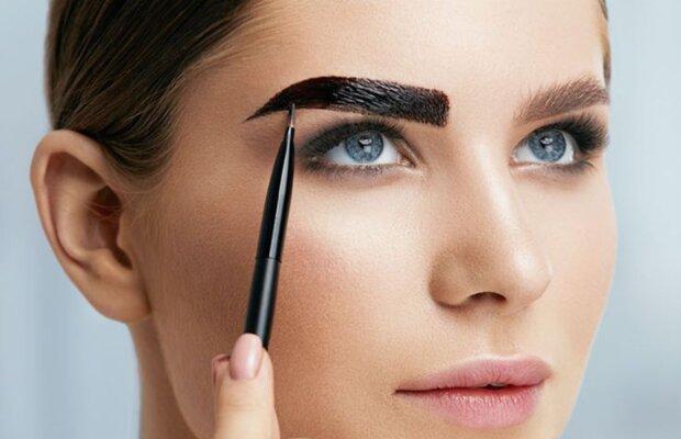 Ohne die Hilfe von Stylisten: wie man Augenbrauen zu Hause richtig und schön färbt