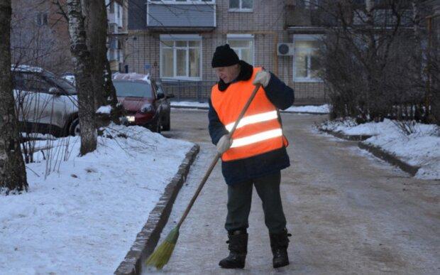 Pariser Müllmann  der sich um die Umwelt kümmert, ist ein Social-Media-Star geworden