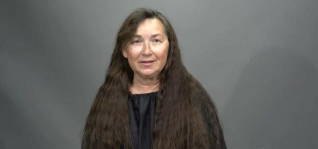 Die Frau vor der Veränderung.  Quelle: Youtube Screenshot
