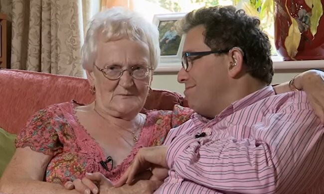 Simon und Edna. Quelle: YouTube Screenshot