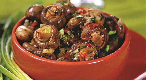 Einfacher Imbiss: schnelles Rezept für marinierte Pilze
