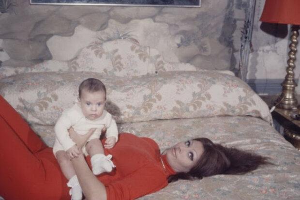 Ehrliche Fotos von Sophia Loren und ihrem Sohn, die über die geheime Seite des Lebens der Schauspielerin sprechen werden