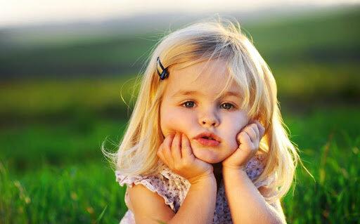 Die vierjährige Tochter gab im Bus der Oma nach und der