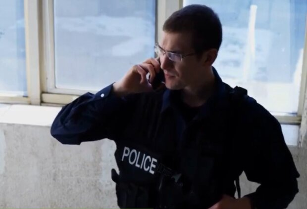 Polizist hat einer Mutter bei der Entbindung geholfen. Quelle: Screenshot Youtube