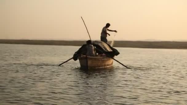 depositphotos_144683873-stock-video-fishermen-in-the-boat