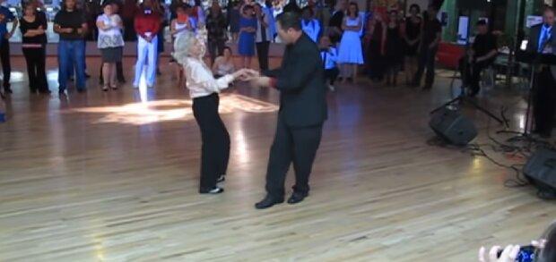 Die älteste Tänzerin. Quelle:Screenshot YouTube