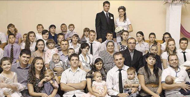 Familie Khromykh. Quelle: Screenshot Youtube