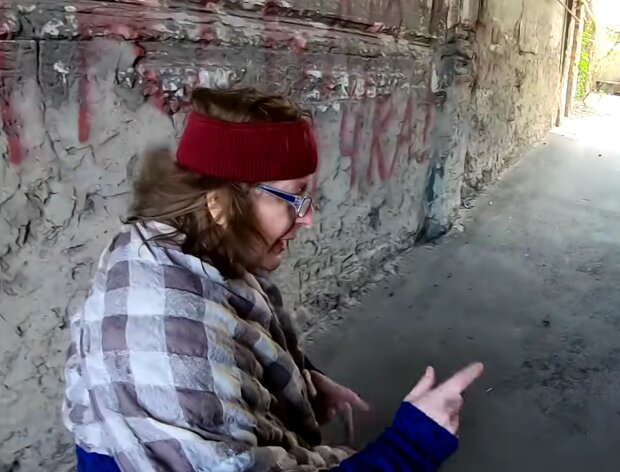 Seltsame alte Dame. Quelle: Screenshot Youtube