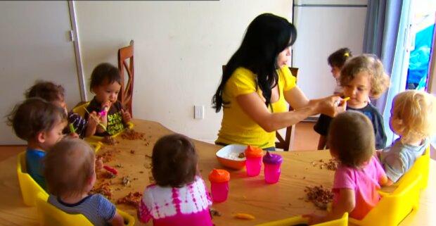 Eine kinderreiche Mutter. Quelle: YouTube Screenshot
