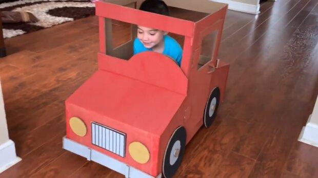 Spielzeug aus Pappe. Quelle: YouTube Screenshot