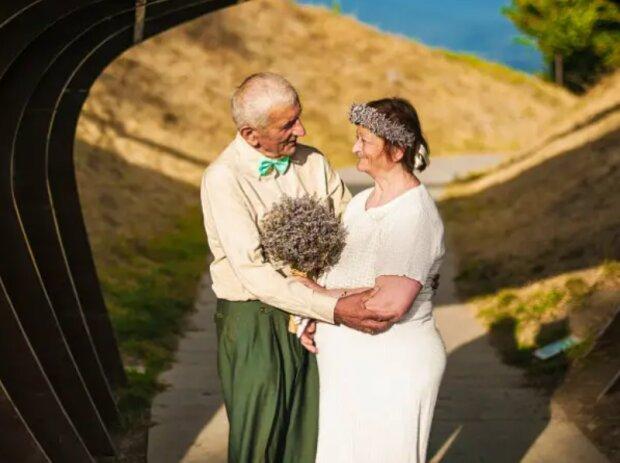 """""""Die Jungverheirateten im Alter"""": Das georgische Paar heiratete nach 55 Jahren des Zusammenlebens"""