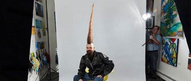 Warum sollte ein Mann einen 108 cm großen Mohawk auf dem Kopf machen