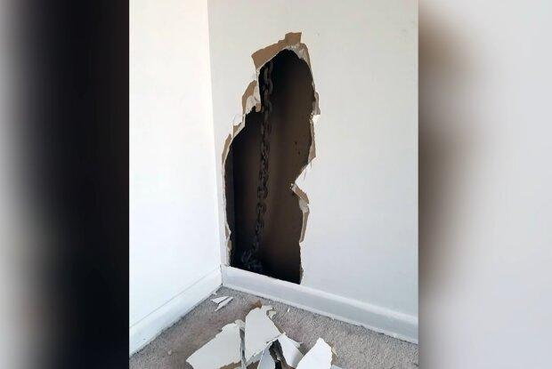 Mann entdeckte einen Fund bei der Reparaturarbeit. Quelle: Screenshot Youtube