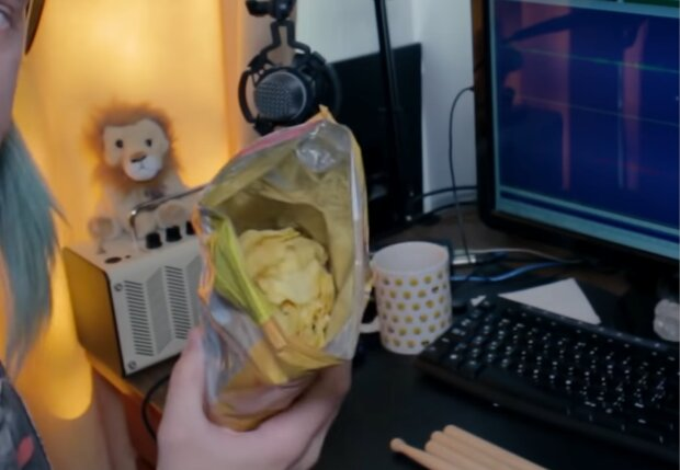 Chipstüte. Quelle: Screenshot Youtube