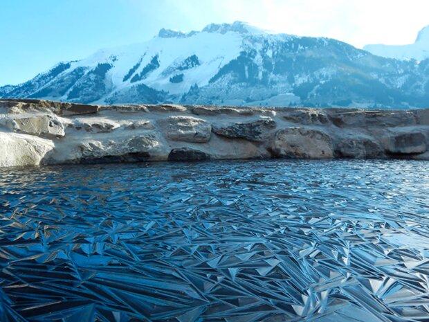 Wie eine Kunstgattung: gefrorene Gewässer, die wie Gemälde aussehen