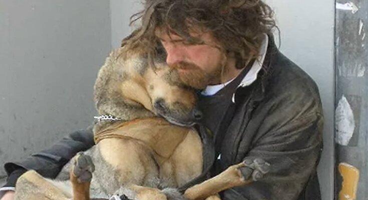 Obdachloser Mann mit dem Hund. Quelle: Screenshot Youtube
