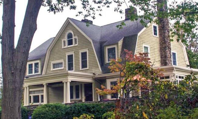 Ein mysteriöser Innenhof erwartet den zukünftigen Besitzer. Quelle: Screenshot YouTube