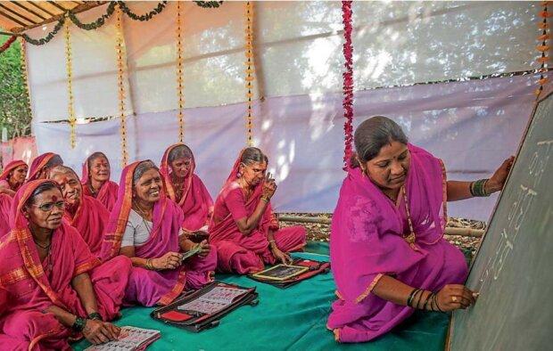 Alter ist kein Hindernis: In dieser Schule sind alle Schülerinnen nur ältere Frauen