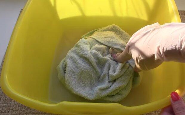Schmutziges Handtuch. Quelle: YouTube Screenshot